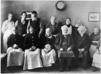Salems ålderdomshem i Rönninge 1921, senare tiders fattigstuga. (Salems hembygdsförening, se_ab_sahf_LX2000-0090)